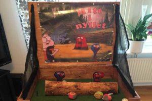 aktivitets låda roliga lekar aktiviteter ihopfällbara spel mitt i nyllet luftlandet paintballtorpet örjansfiske